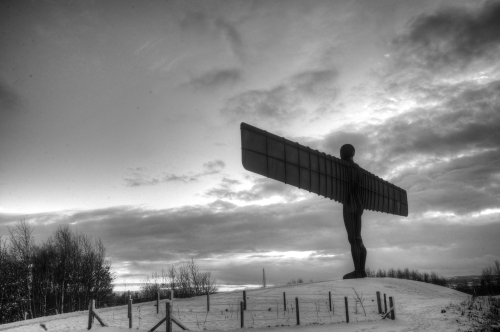 Angel_of_the_north_in_the_snow